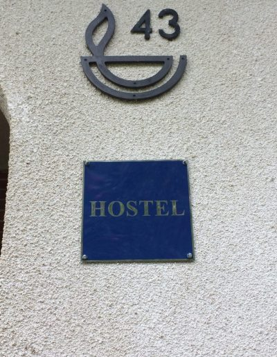 Hostel 1 znak