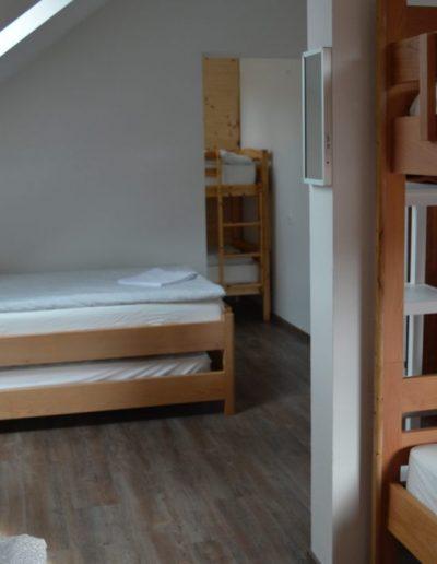Hostel 10 spavaonica 6 kreveta Hrast