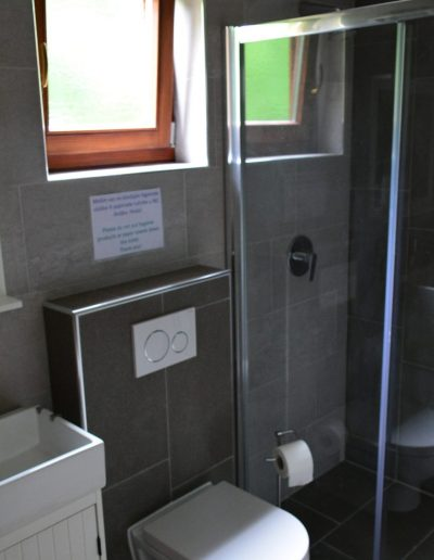 Hostel 6 kupaonica uz Sobe Bor