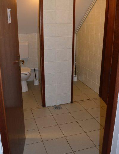 Hostel 8 kupaonica - 2 WC-a