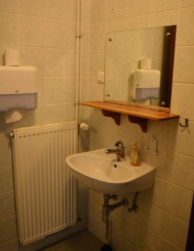 Hostel 9a kupaonica umivaonik